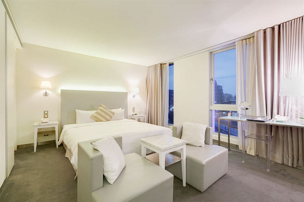 Ambience Hotel 採用法國設計師 Starck 與義大利設計師 Laviani 傢俱